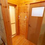 浴室とトイレ入口