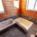 浴槽が2つある広い浴室です