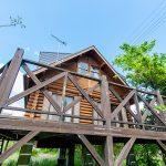 滋賀県高島市新旭町 緑に囲まれた広々デッキのログハウス