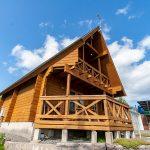 滋賀県高島市新旭町 開放的なとんがり屋根のログハウス