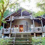 滋賀県高島市朽木麻生 木々に囲まれた山間部にポツンと建つログハウス