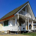 三重県津市白山町 広々石張り風呂があるHONKAの白いフィンランドログハウス