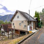 兵庫県姫路市安富町 きれいな山の風景が楽しめる広いウッドデッキのある家