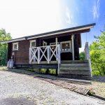 兵庫県加東市永福 傾斜地にちょこんと建つ小さなログハウス