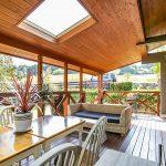 屋根付きテラスで雨の日も安心