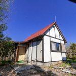 滋賀県高島市新旭町 見晴らし台のある遊び心ある赤い屋根の小屋