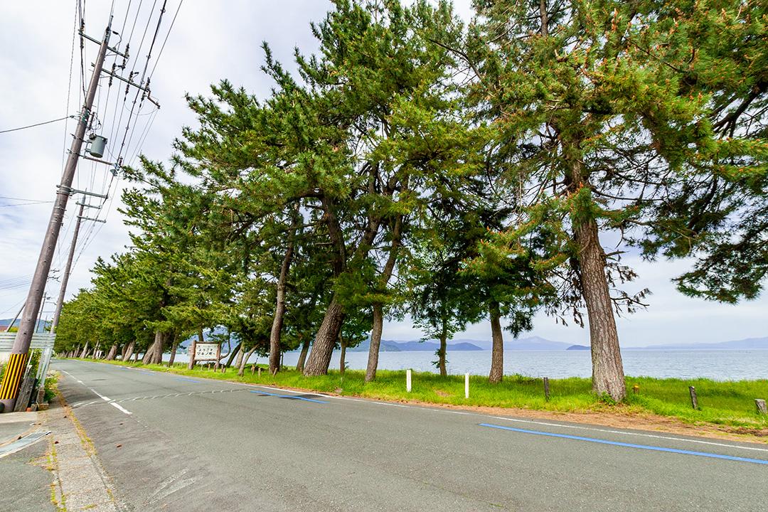 最寄りの湖岸沿い道路