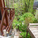 外階段。ここから川まで下りられます