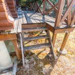 デッキと階段は要修繕