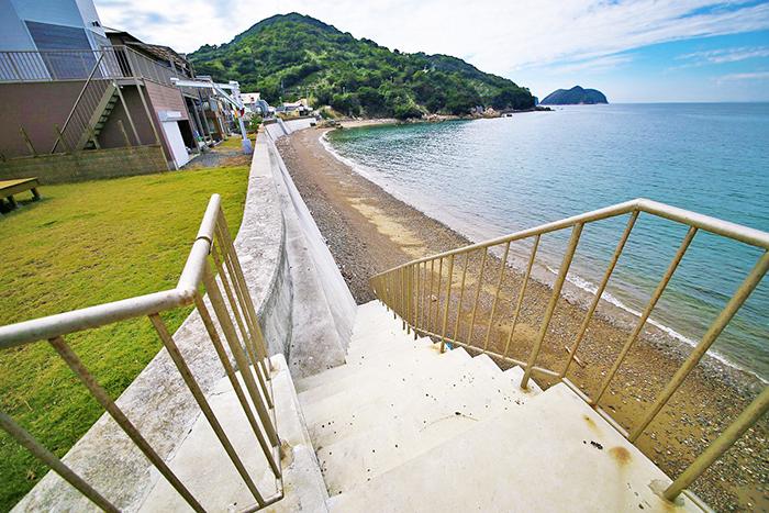 ここからビーチに下りて行けます